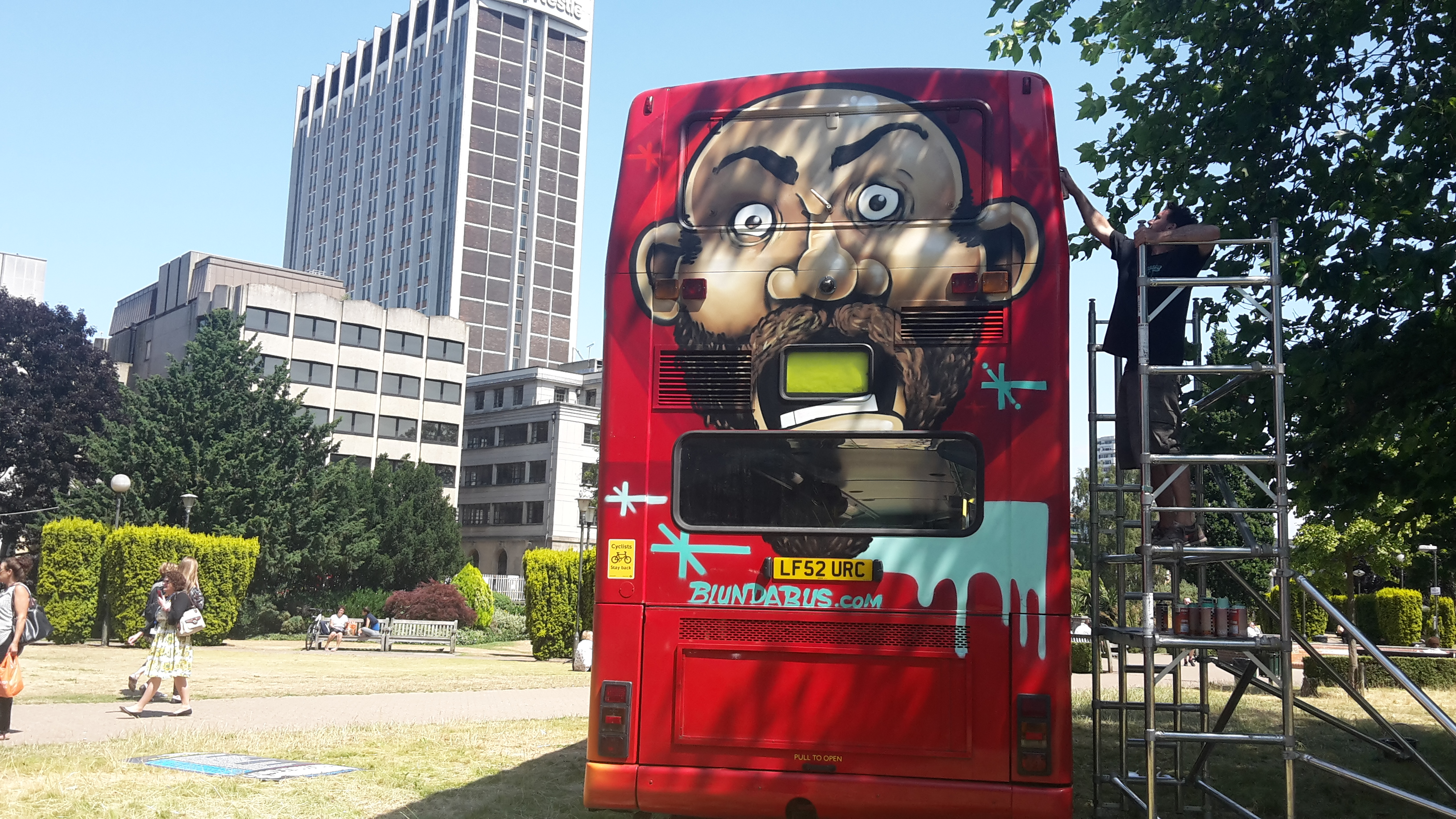 Blundabus Stops Off En Route to Edinburgh Fringe